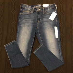 Universal Thread Skinny Jeans NEW w/ 28in waist